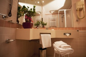 Are you looking for a hotel with private toilet near Nola?