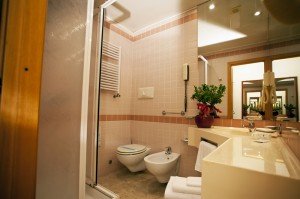 Are you looking for a hotel with private toilet near Napoli?